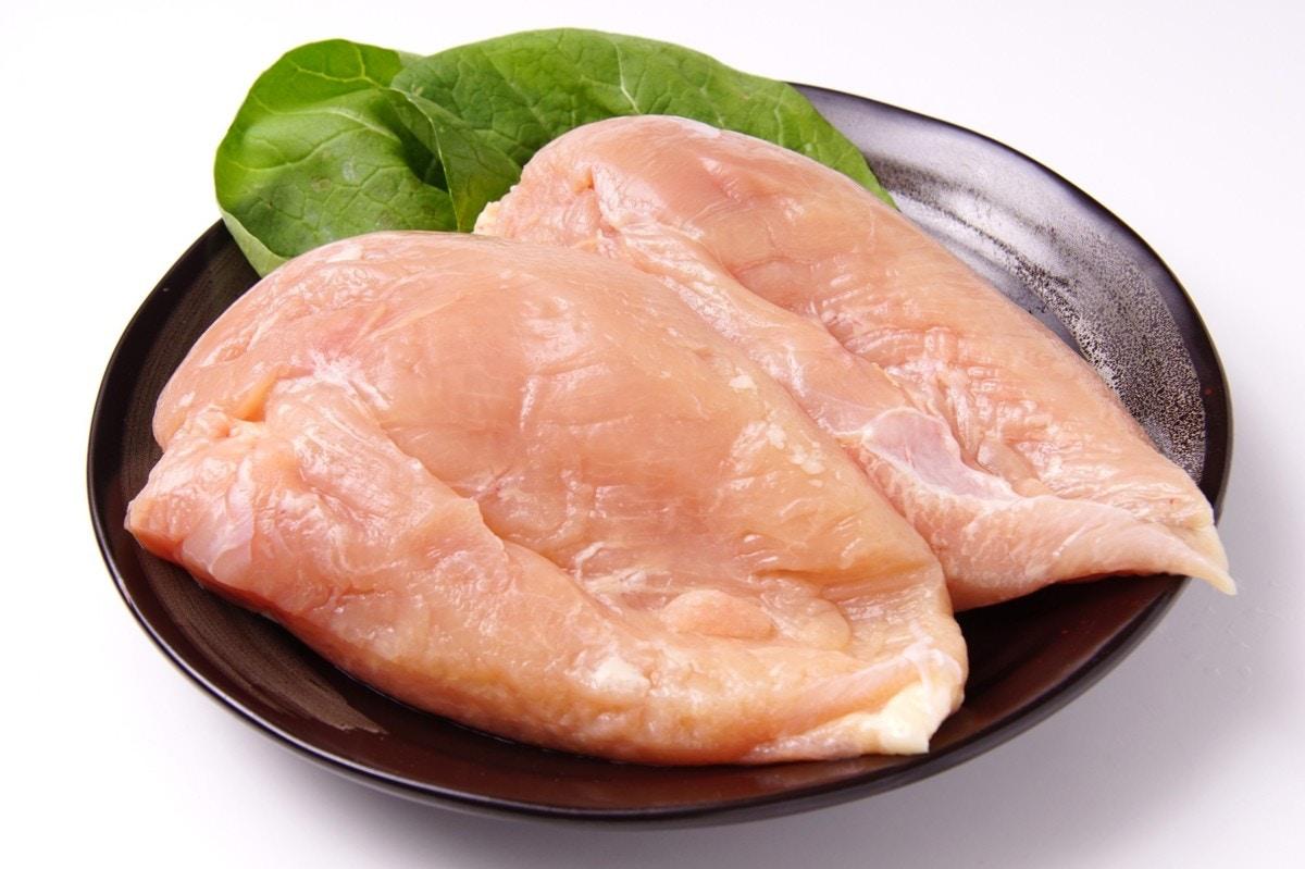 簡単・美味しい・ヘルシーな鶏むね肉のおすすめレシピ [ママリ]