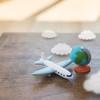 飛行機にベビーカーを持ち込むことはできる?預ける際の料金や破損した場合は?体験談も紹介!