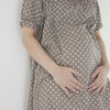 【医療監修】妊娠4ヶ月目の妊婦と胎児の様子。健診を待たずに受診すべき症状と生活での注意点