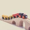 電車好きキッズのママ必見。さまざまな種類が楽しめる電車図鑑5選