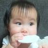 おやつをモグモグ、生後8~9ヶ月の成長とお世話