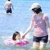 日焼け対策も体型カバーもできる!ママにおすすめの水着16選&日よけ帽子3選