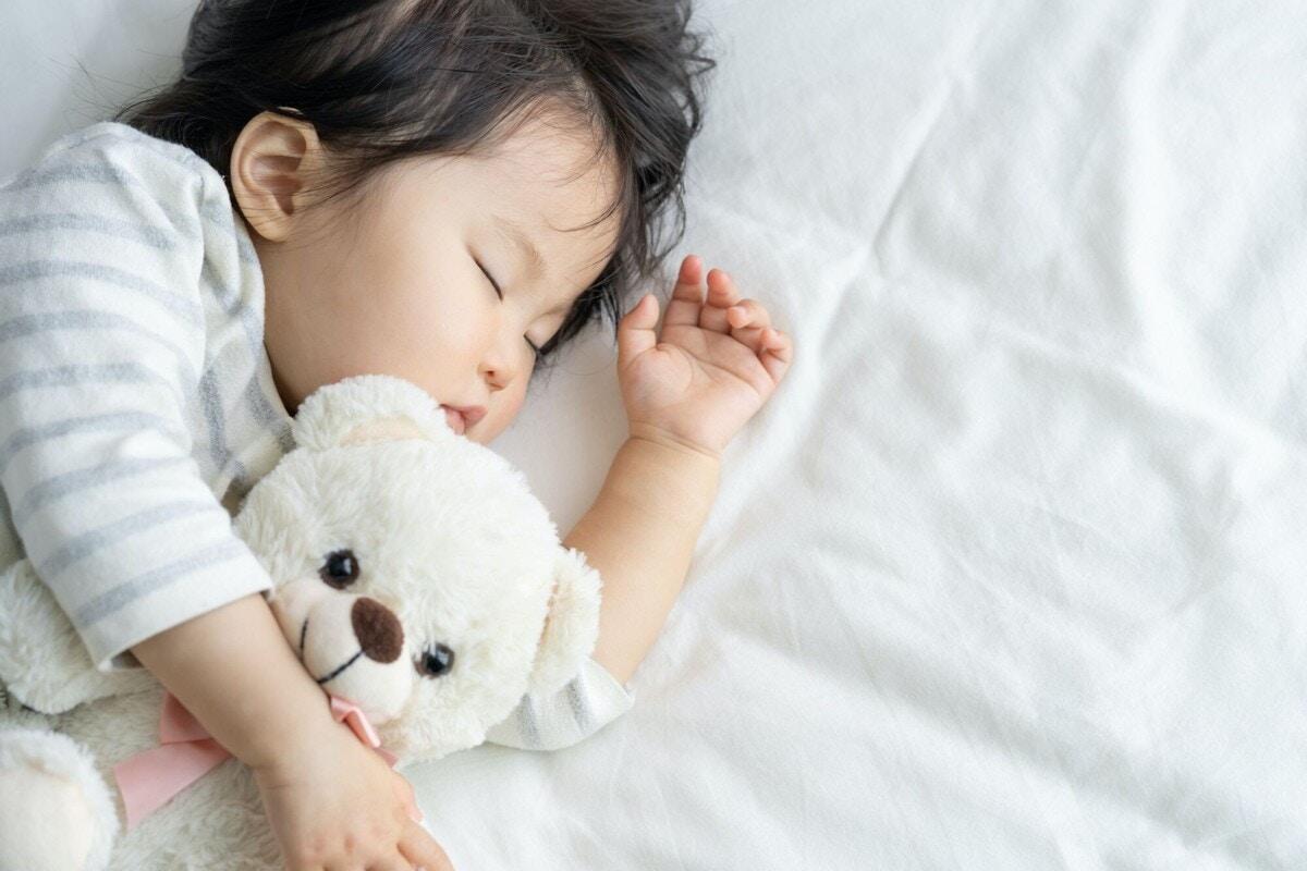 眠る 子ども