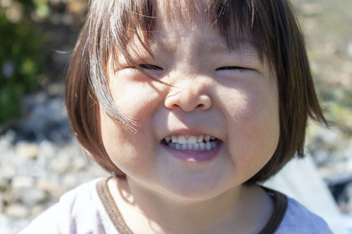 1歳 子ども 歯 笑う