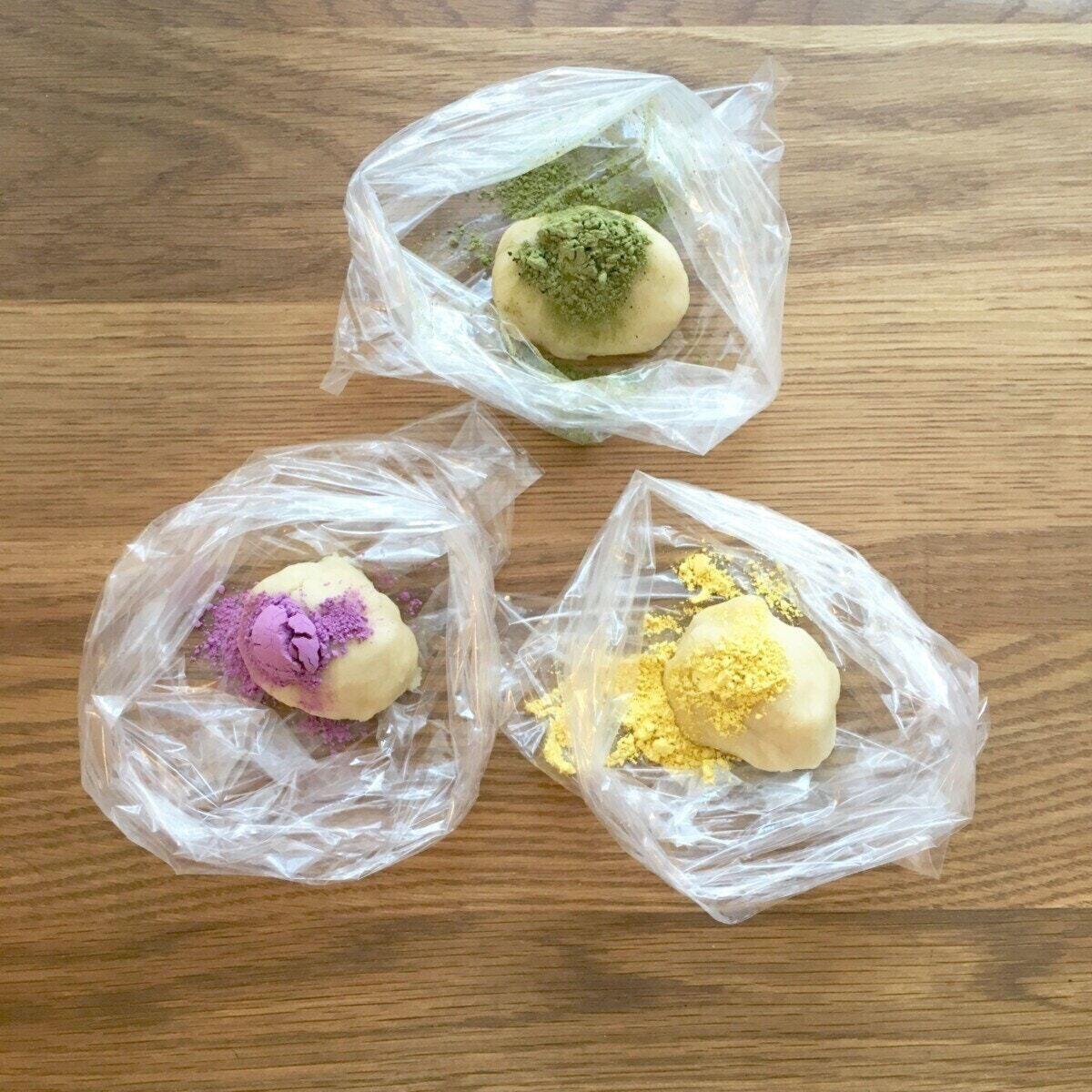 米粉のおやさいクッキー:生地に野菜パウダーを入れる