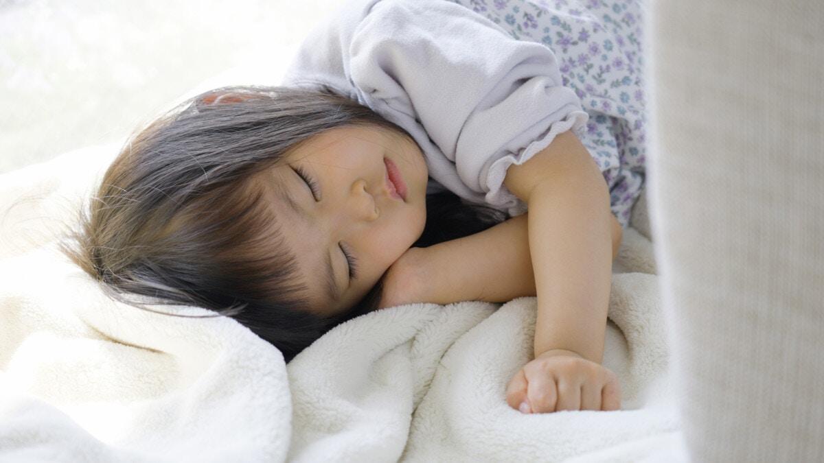 寝る 子ども