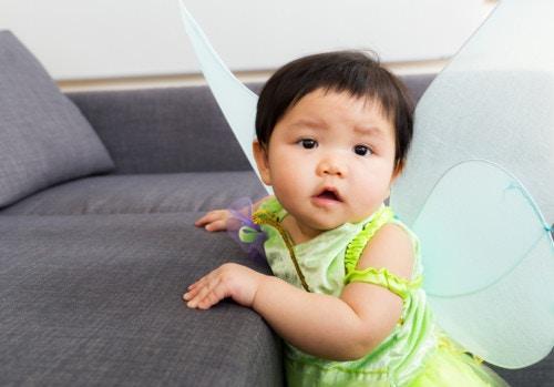 ハロウィンの仮装をする赤ちゃん