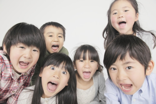 笑う子供たち