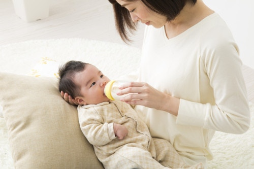 乳幼児 抱っこ 日本人