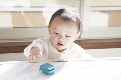 赤ちゃん 遊ぶ ひとり