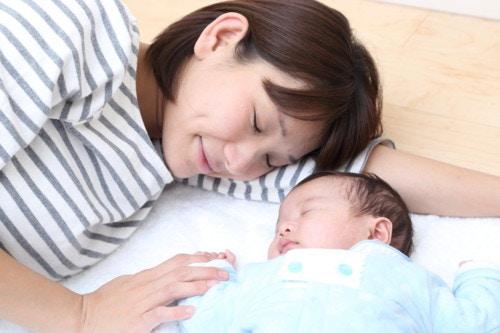 母親 新生児 布団