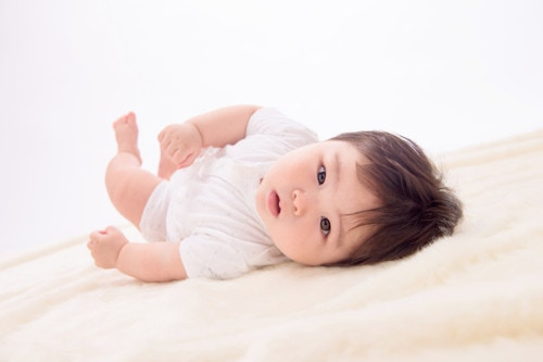 赤ちゃんの寝返り練習はマイペースに♡