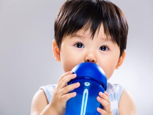赤ちゃん 水