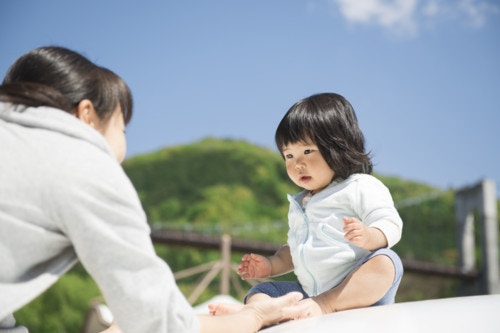 母親 子供 春 日本人