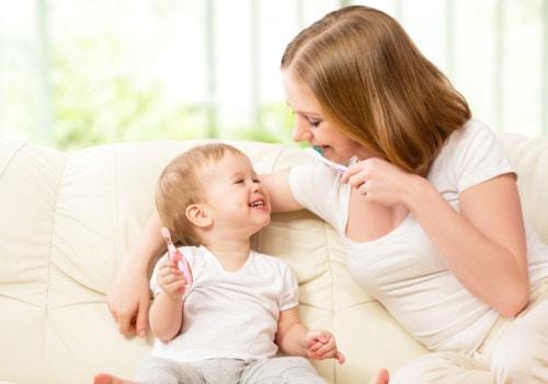 女の子 赤ちゃん 笑顔