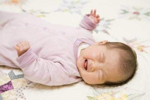 女の子 赤ちゃん 怒り