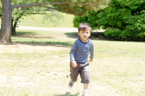 走る 男の子