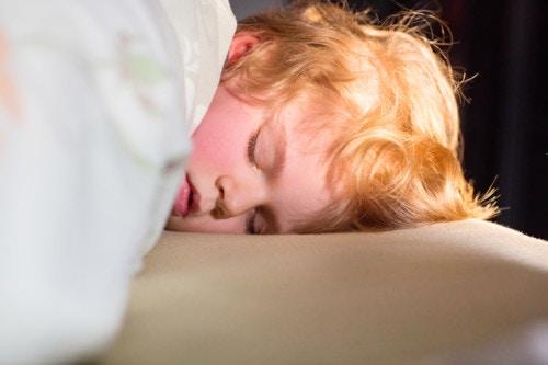 夜 眠い 子供