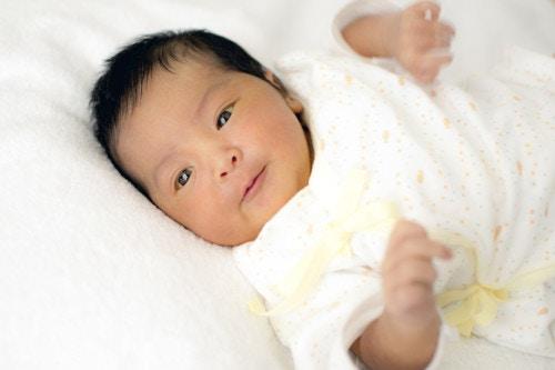 新生児 微笑む