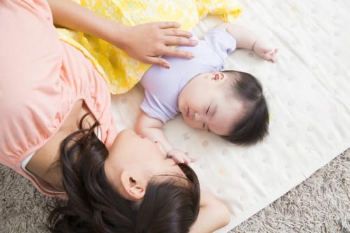 赤ちゃん 添い寝