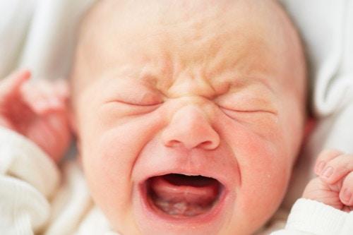 赤ちゃん 泣く