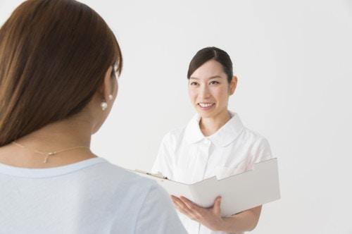 病院 女性 笑顔