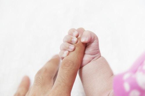 赤ちゃんの指