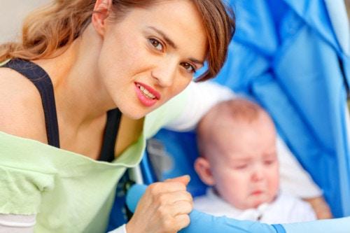 悩む 家族 赤ちゃん