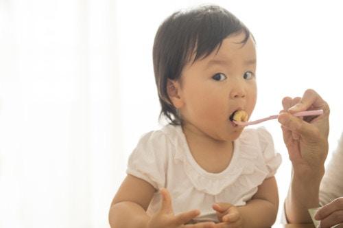 食べさせる 日本