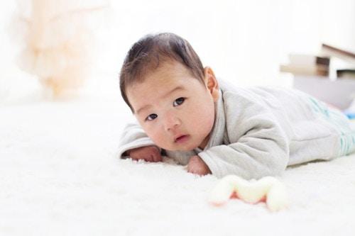 うつぶせ 赤ちゃん