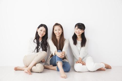 女性 友達 日本