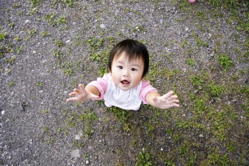 子供 抱っこ 日本