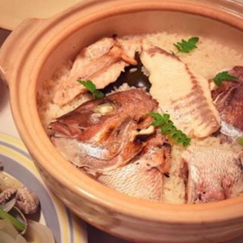土鍋で炊く旨味しっかりなシンプル鯛めし