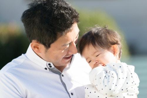 抱っこ パパ