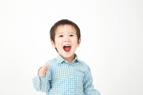 男の子 笑顔 日本