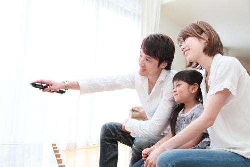 家族でテレビ