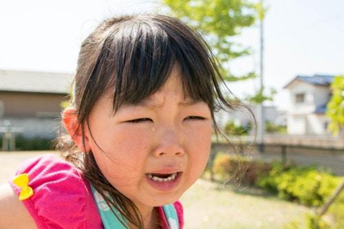 幼児 女の子 泣く