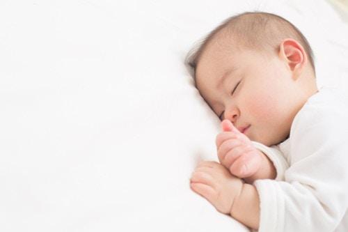 赤ちゃん 寝顔
