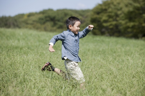 走る 日本人 男の子