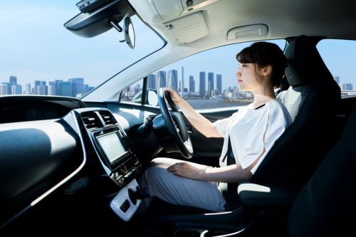 車 運転 女性
