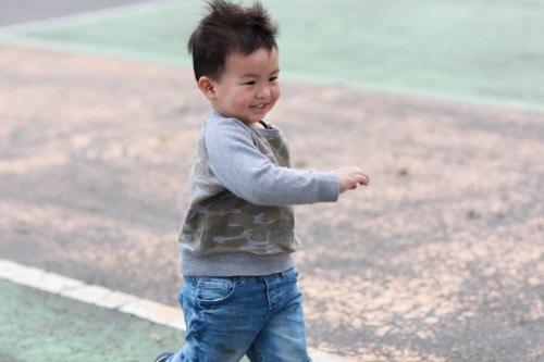 走る 幼児