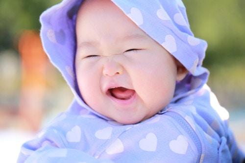 赤ちゃん 笑う 日本人