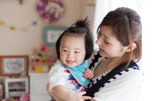 笑う 赤ちゃん ママ