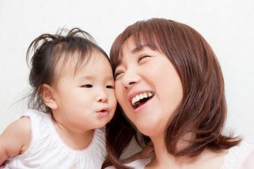 親子 日本人 笑顔 赤ちゃん