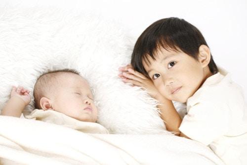 寝る 兄弟
