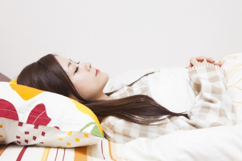 寝る 日本人