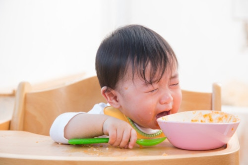 泣く 子供 食事