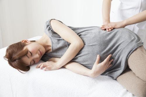 妊婦 日本 横向き