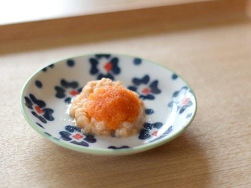 魚のトマトみぞれ煮ニンジンソースかけ