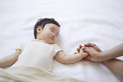 赤ちゃん 日本人 寝る